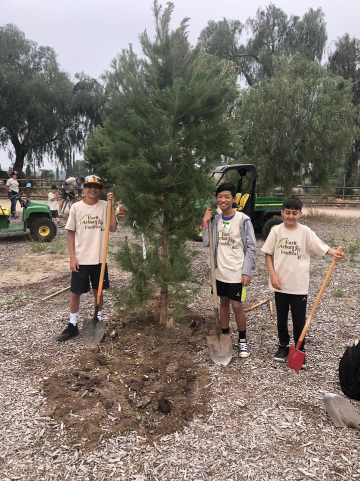 Volunteers Cared for our Planet at Earth Arbor Day Festival